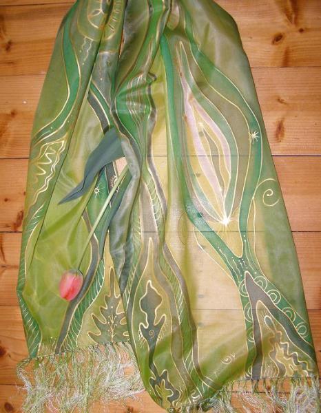 Zelený šálik so strapcami